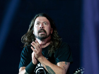 foo-fighters-dave-grohl-live
